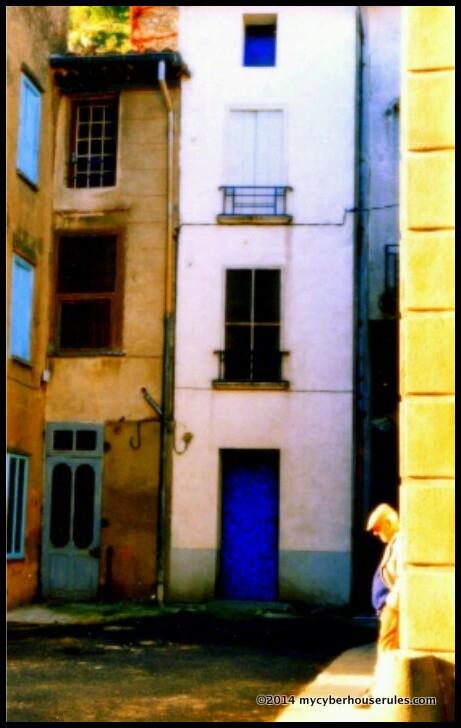 alone in paris - seul à paris